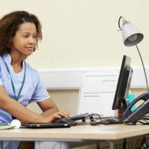 bachillerato-en-enfermeria-se-una-enfermera-del-trabajo